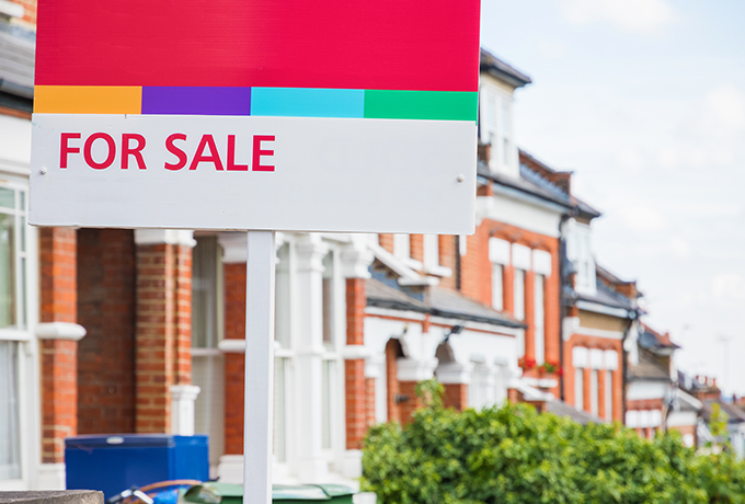 House prices hit record high of £254,606 in March