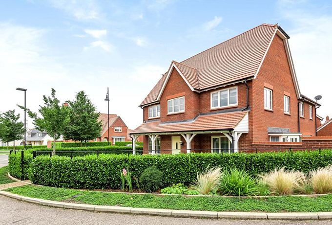 What you can buy in Swindon for the average UK asking price